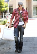 Kellan Lutz out shopping in Hollywood - July 29th, 2010 B1f05190793004